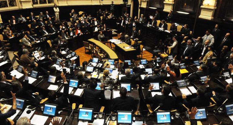 Senado bonaerense aprobó un proyecto que reduce impuestos en las tarifas de luz