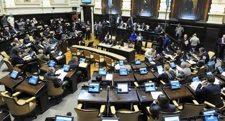 La oposición insiste con una sesión especial