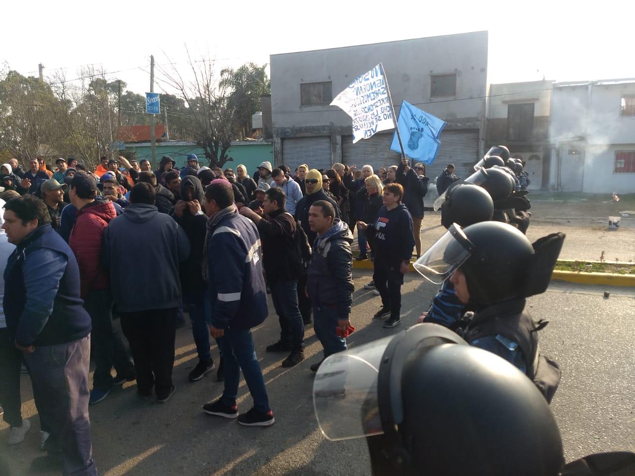 Trabajadores de la UOCRA se enfrentaron con la policía