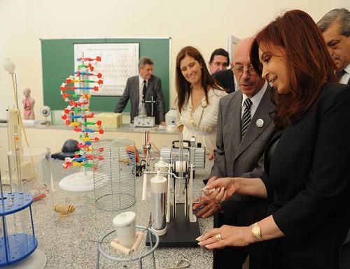Cristina remarcó la millonaria inversión en educación en un acto junto a Scioli