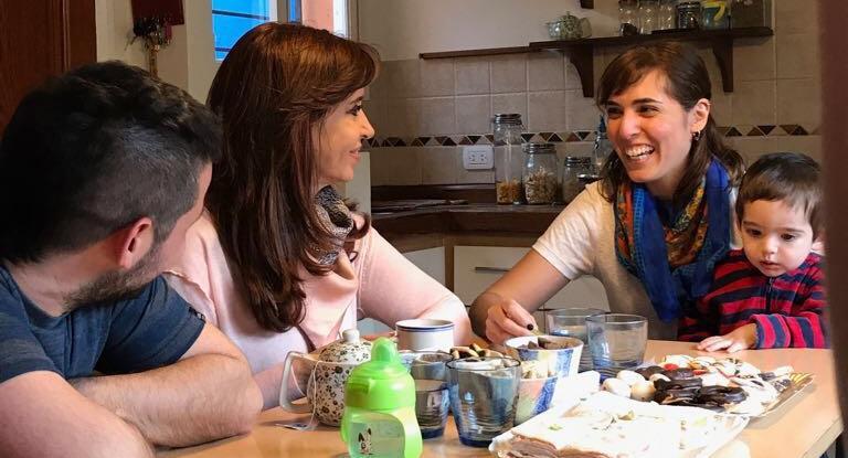 Cristina visitó a una familia en La Plata