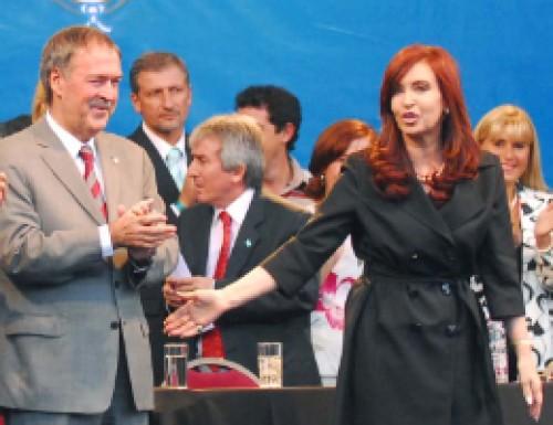 Cristina subió a De la Sota en Córdoba pero con reparos