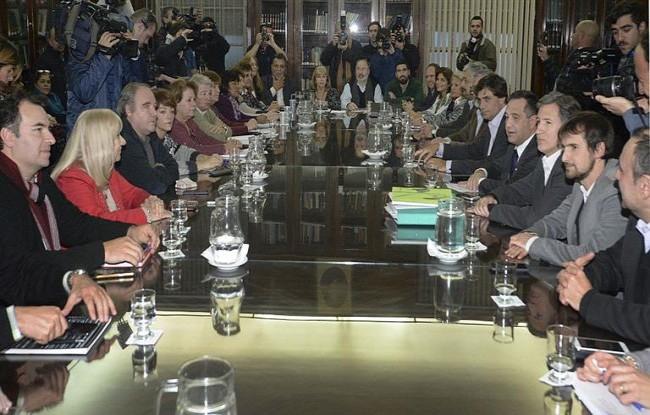 El gobierno bonaerense y gremios docentes relanzan el diálogo
