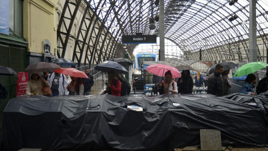 La estación de trenes de La Plata lleva casi 2 años sin techo