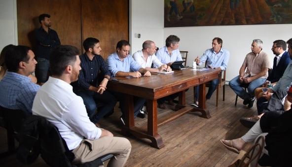 Garro y todo su equipo de funcionarios en la delegación de los Hornos