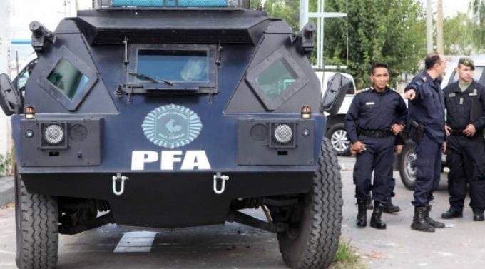 Fuerte operativo policial en el Mercadito
