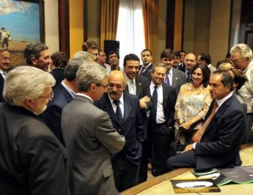 Intedentes respaldan reelección de Scioli